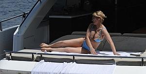 Songül Karlı bikinisiyle nefes kesti