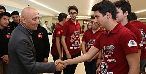 Türk Bayrağı'nı Çin'de dalgalandırdılar