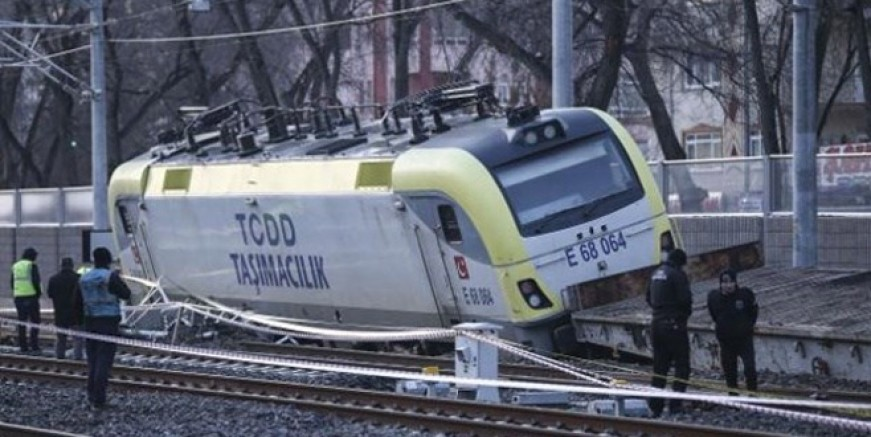 Ankara'da yük treni raydan çıktı