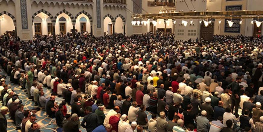 Çamlıca Camisi'nde ilk teravih coşkusu