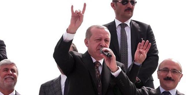 Cumhurbaşkanı Erdoğan'dan 'bozkurt işareti