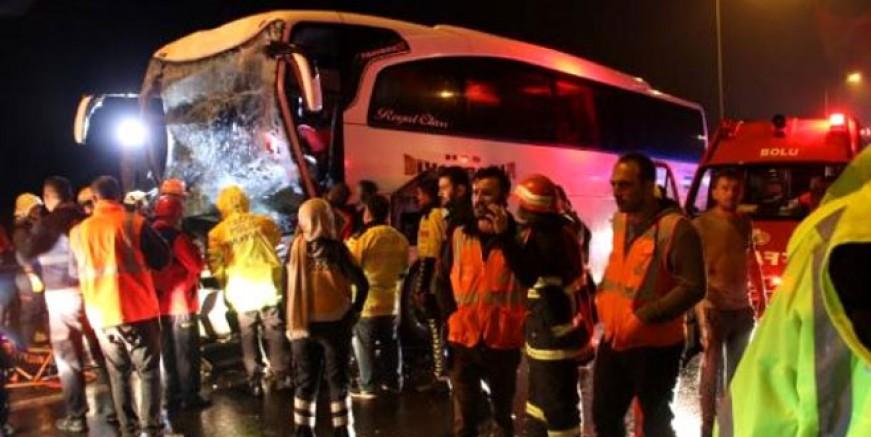 Düzce'de otobüs TIR'a çarptı; 37 yaralı