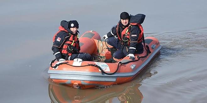 Edirne'de kaçakların botu devrildi!