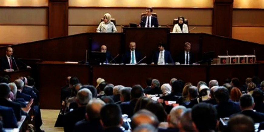 Ekrem İmamoğlu Meclis'te küfür mü etti?
