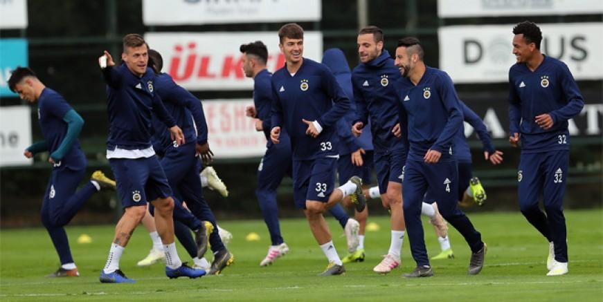 Fenerbahçe'de kimler takımdan ayrılacak?
