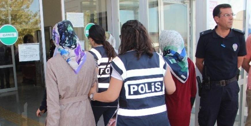 FETÖ ablalarına operasyon: 20 gözaltı