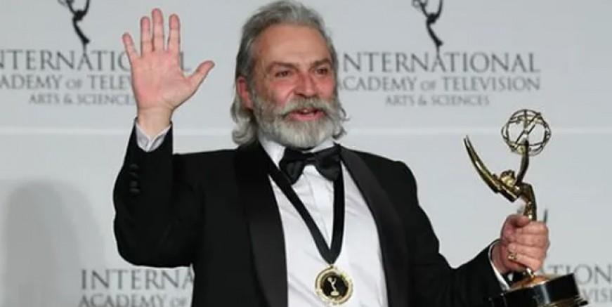 Haluk Bilginer Şahsiyet ile Emmy ödülünü kazandı