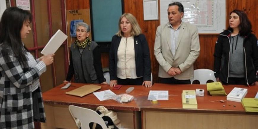 İstanbul'da sandık görevlileri yemin etti