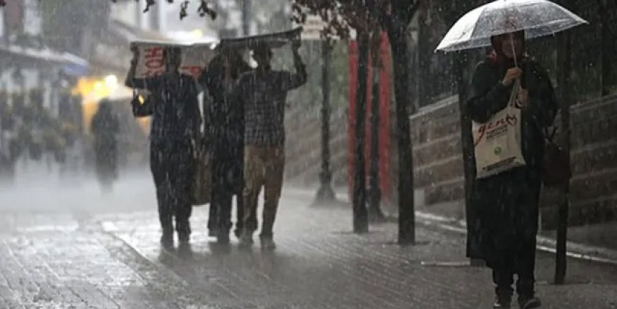 İstanbul yağmura teslim! Kimyasal tehlike var mı?