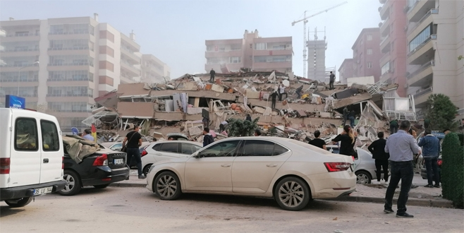 İzmir'de 6,6 büyüklüğünde deprem İstanbul da hissetti