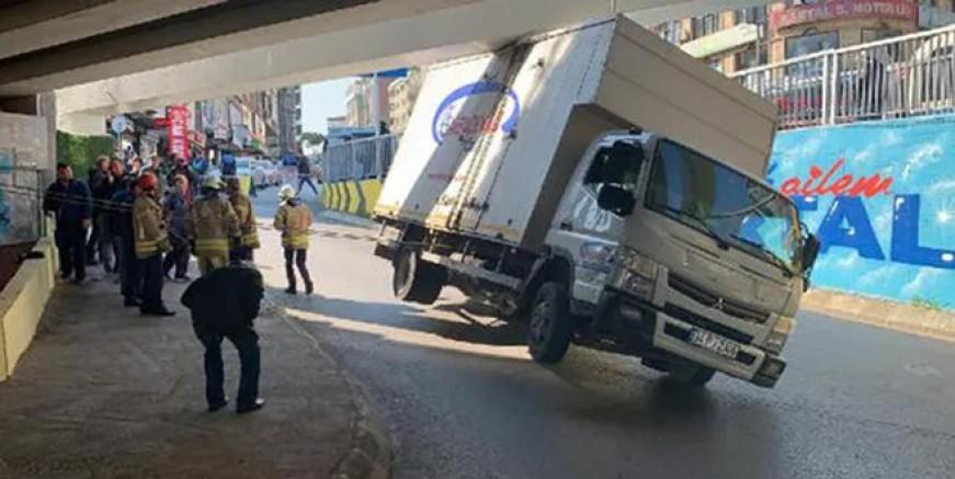 Kartal'da görenleri şaşkına çeviren kaza