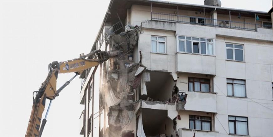 Kartal'da riskli bina yıkılıyor!