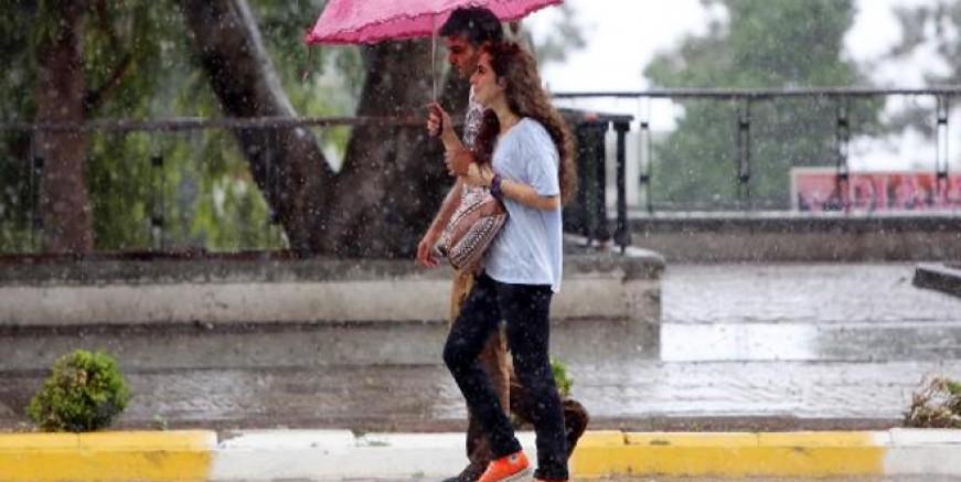 Meteoroloji saat verdi; İstanbul'a yağmur uyarısı