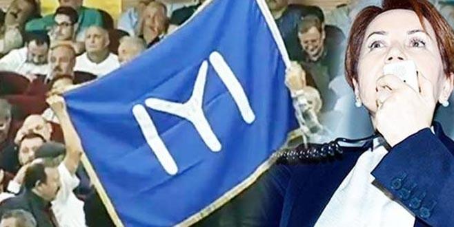 Salonda dikkat çeken bayrak