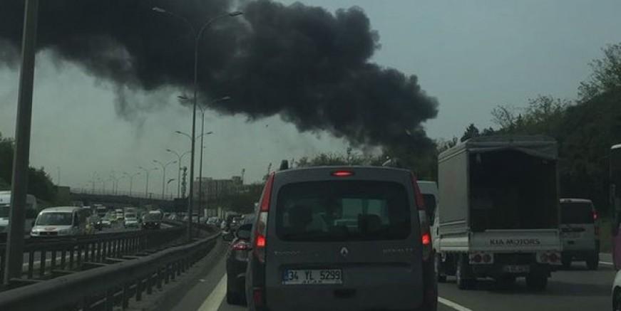 Sancaktepe'de fabrikada korkutan yangın