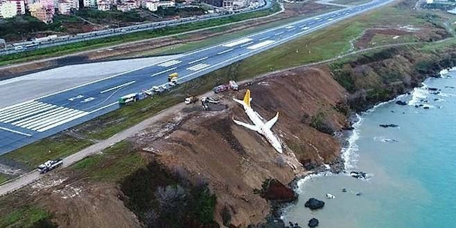 Trabzon'da pistten çıkan uçak kurtarılıyor
