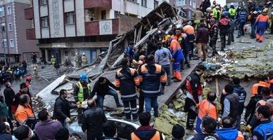 Kartal'daki binanın çökme anı